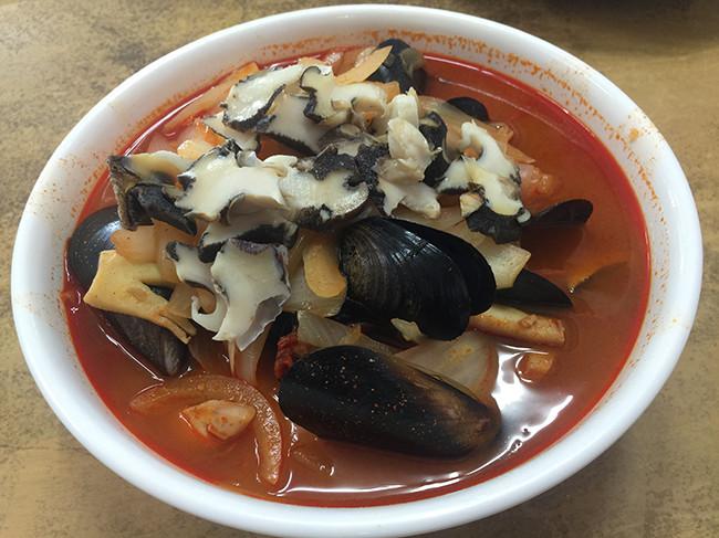 チョンボクチャンポン(アワビの辛いチャンポン麺)