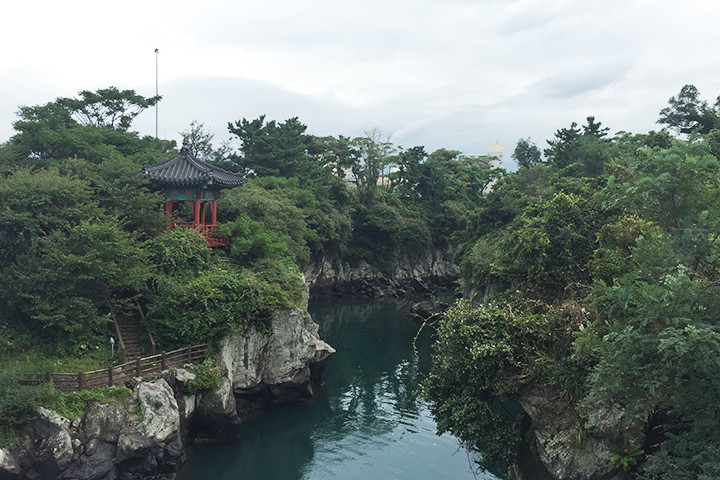 竜淵(ヨンヨン)の美しい渓谷