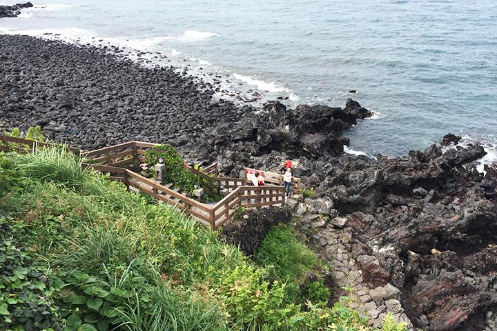 龍頭岩(ヨンドゥアム)海側の階段