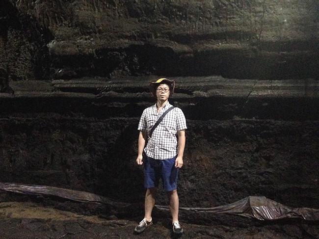 「溶岩流線」マンジャングル(万丈窟 / 만장굴)
