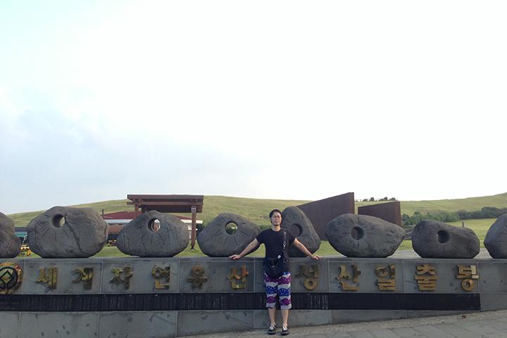 城山日出峰(ソンサンイルチュルボン)の入り口付近