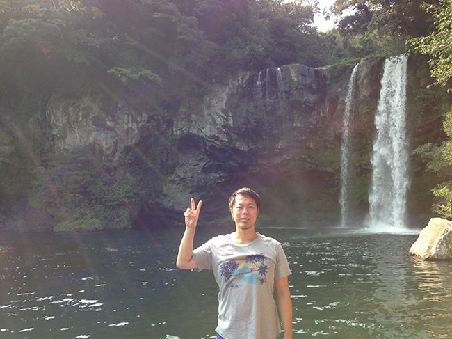 天地淵瀑布(チョンジヨンポッポ 천지연폭포)