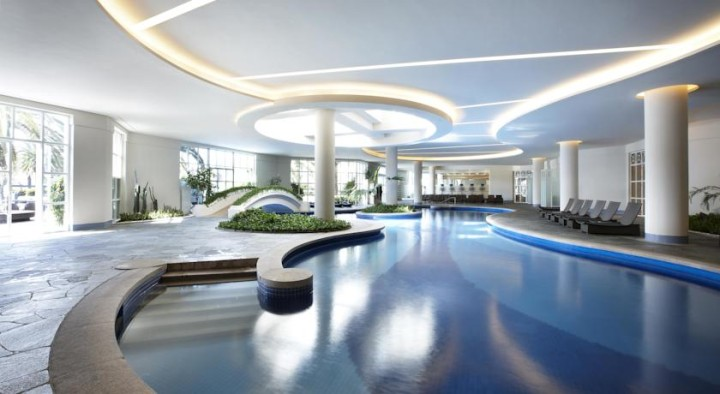 済州新羅ホテルの室内プール