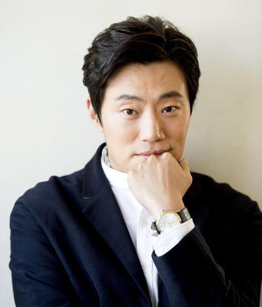 「青い海の伝説」出演のイ・ヒジュン(이희준)