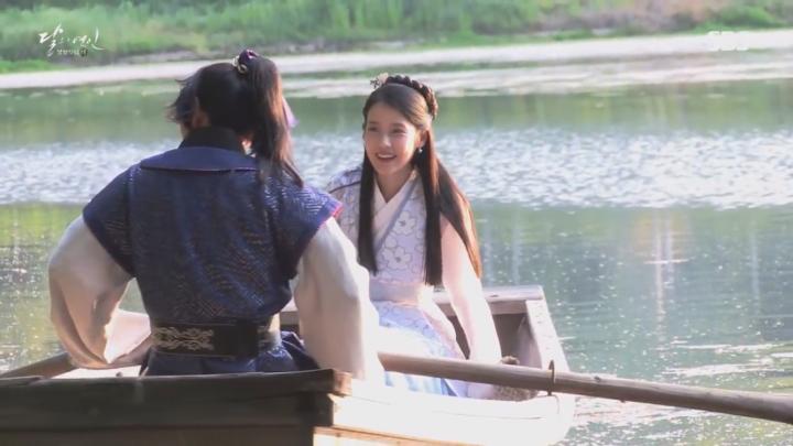 「月の恋人-歩歩驚心:麗」メイキング映像を公開!船遊びデートするイ・ジュンギ&IU(アイユー)