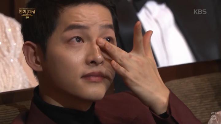 「2016 KBS演技大賞」パク・ボゴムの感想に涙を流すソン・ジュンギ