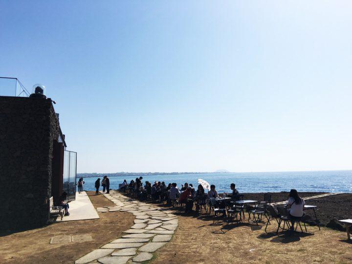 目の前に海が広がる開放的な空間