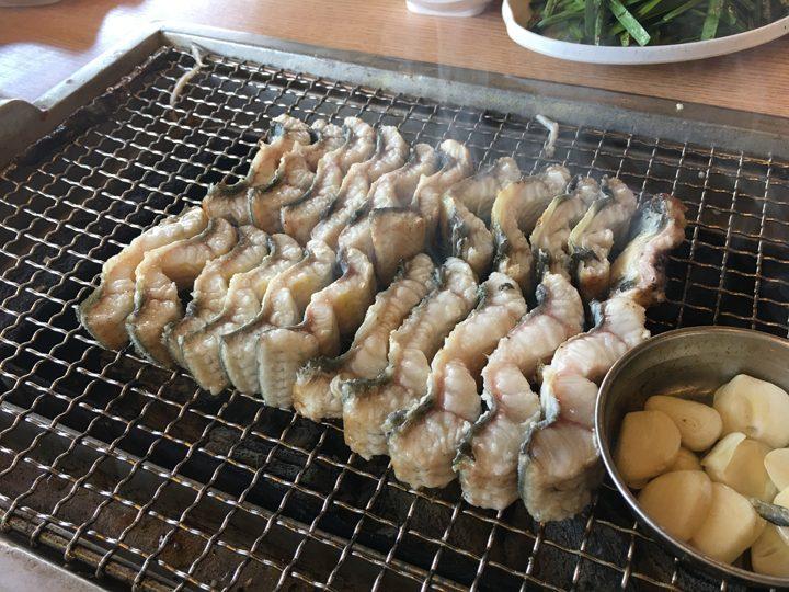 チャンオナラ/장어나라(ウナギの国)うなぎをきれいに並べる