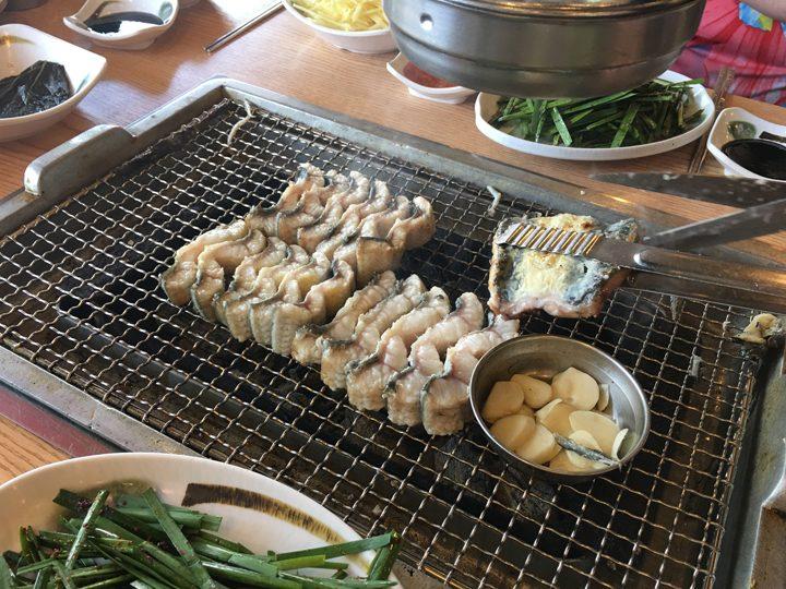 チャンオナラ/장어나라(ウナギの国)うなぎを切る