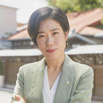「椿の花咲く頃」出演のヨム・ヘラン(염혜란)